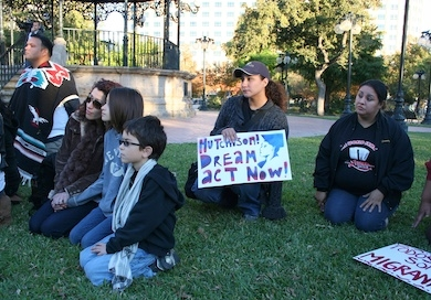 UTSA students at Milam Park urging Sen. Kay Bailey Hutchison to pass bill